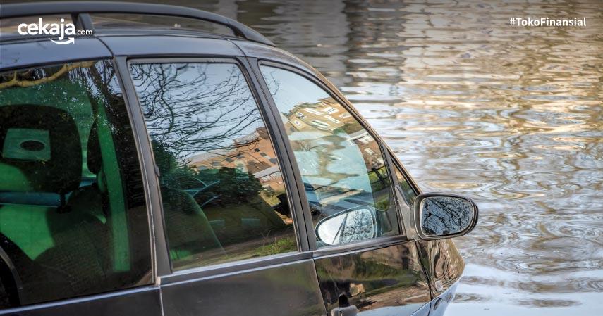 8 Cara Mengatasi Mobil yang Terendam Banjir Tanpa Harus ke Bengkel