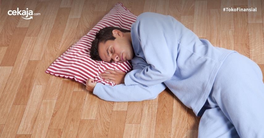 Intip Bahaya Tidur di Lantai yang Bisa Mengintaimu Kapan Saja