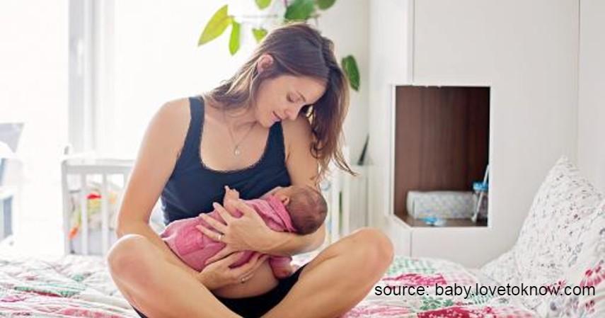 Cara Menggendong Bayi Baru Lahir yang Aman, Bayi Pun Nyaman - Cradle Hold