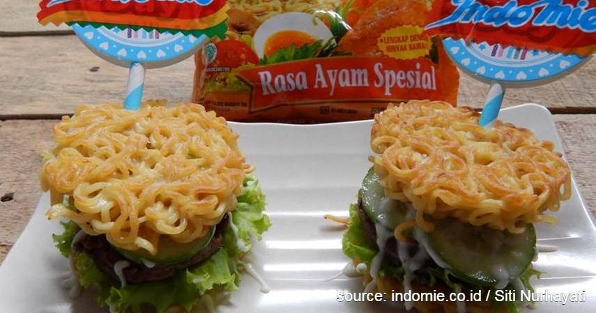 Ide Bisnis Kuliner Kreasi dari Indomie, Modal Kecil Pasti Laku - Burger Indomie.jpg