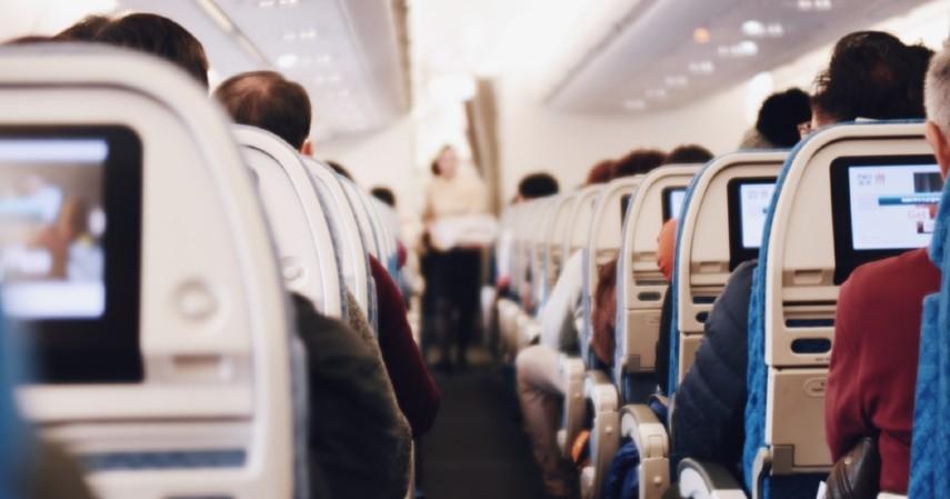 Mengenal Istilah Critical Eleven Dalam Penerbangan, Momen Paling Tegang Saat Naik Pesawat - Tetap Duduk Dalam Pesawat.