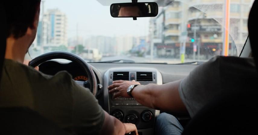 Alasan SIM Tak Berlaku Seumur Hidup Seperti E-KTP - Sebagai Bentuk Pengawasan dan Legitimasi Kompetensi