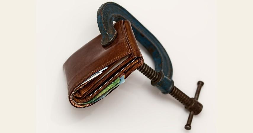 Biaya over limit dapat dihindari - Keuntungan dan Kerugian Menaikkan Limit Kartu Kredit