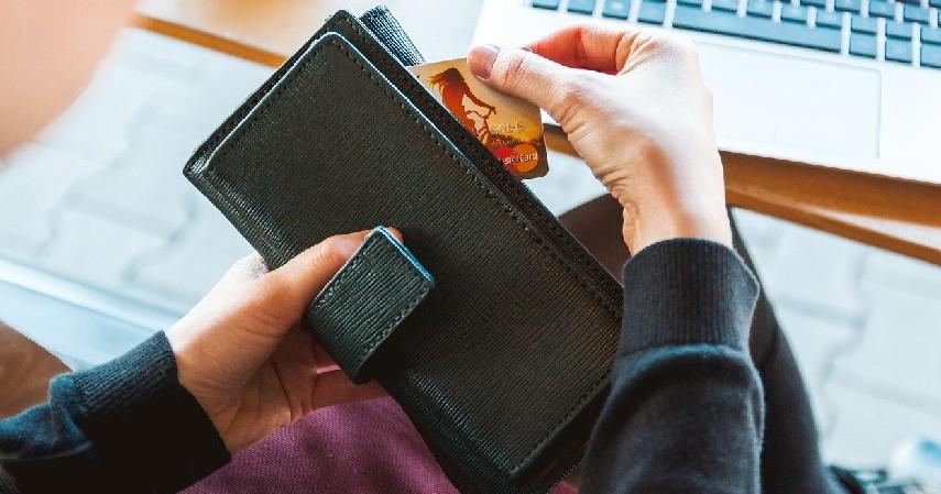 Biaya transaksi - Perbedaan Kartu Kredit Visa dan MasterCard