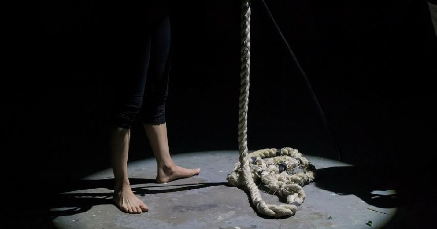 Contoh Kasus Pinjaman Online dan Cara Melaporkannya - Kasus bunuh diri