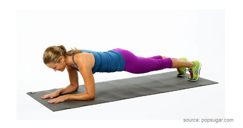 Elbow Plank - Gerakan Olahraga Sebelum Tidur