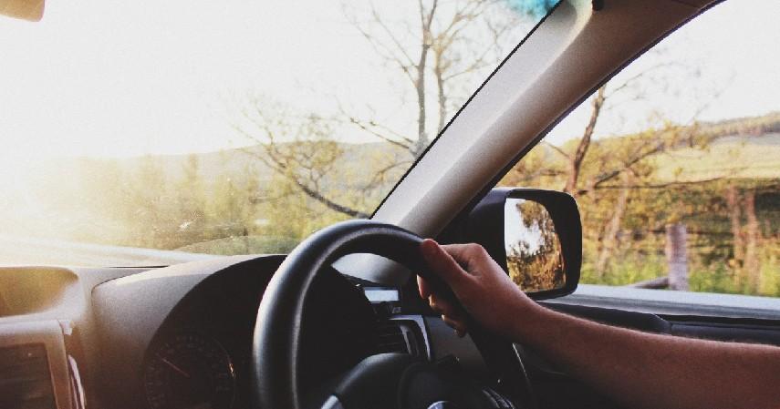 Jangan Panik - Cara Mengatasi Ban Mobil Pecah Saat Berkendara