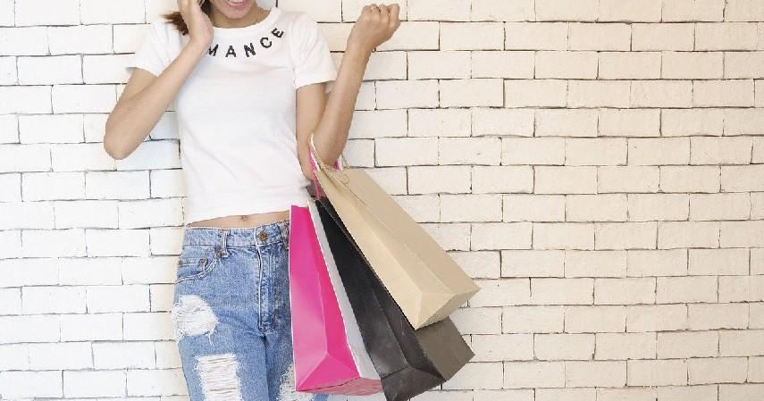 Semakin konsumtif - Keuntungan dan Kerugian Menaikkan Limit Kartu Kredit
