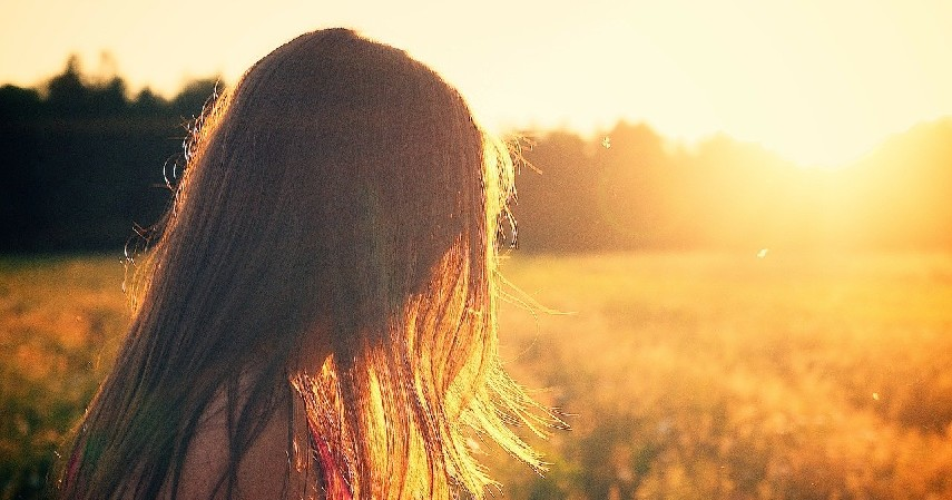Terpapar Sinar Matahari - 6 Penyebab Penuaan Dini pada Wajah