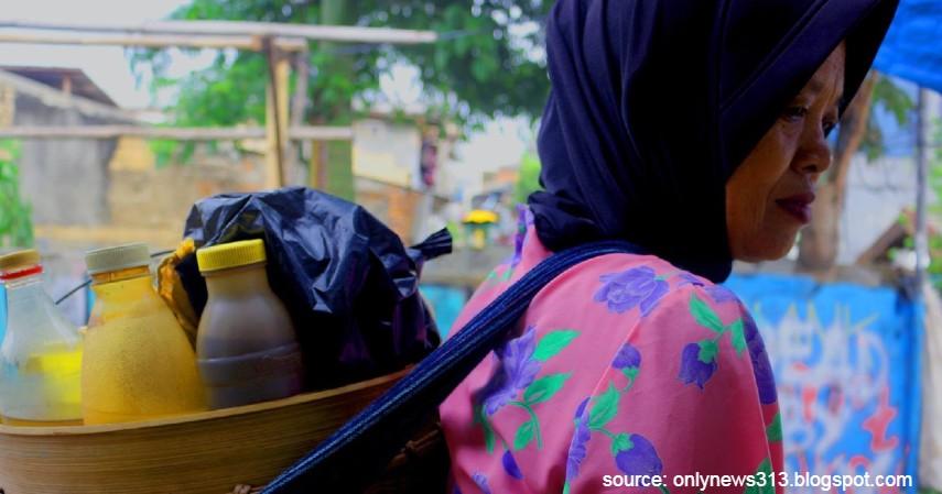 Tukang jamu gendong - 10 Profesi yang sudah Langka di Indonesia