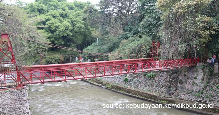 Wisata Indonesia yang Terkenal Memiliki Mitos - Jembatan Merah – Kebun Raya Bogor