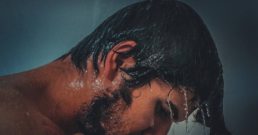 rambut saat basah - 10 Cara Merawat Rambut Wanita Berhijab