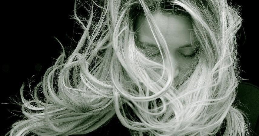 rambut terurai - 10 Cara Merawat Rambut Wanita Berhijab