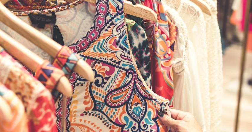 11 Ide Seserahan Lengkap sesuai Bujet untuk Kamu dan Pasangan - Ide seserahan kain batik