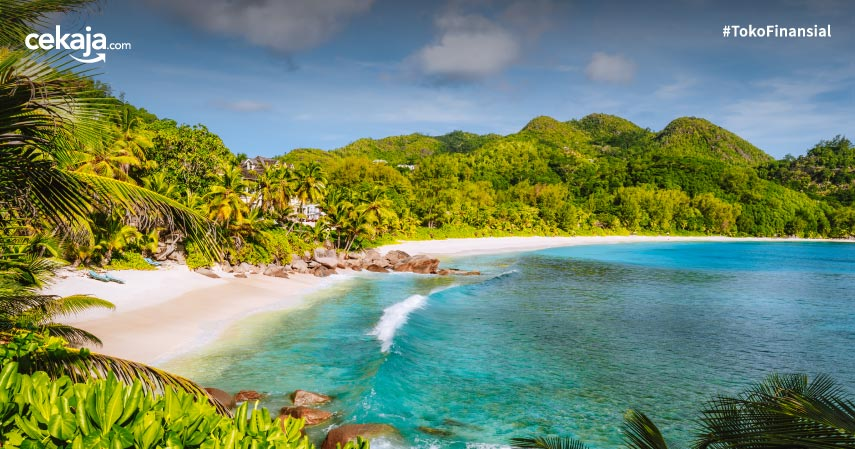 10 Pantai Terbaik Di Dunia 2021, Wajib Masuk Bucket List!