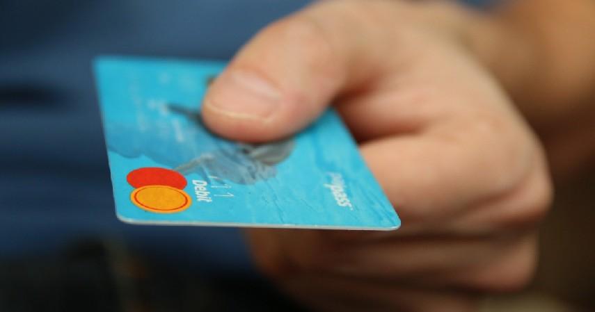 Bayar hutang - Hal Yang Tidak Boleh Dibeli Pakai Kartu Kredit