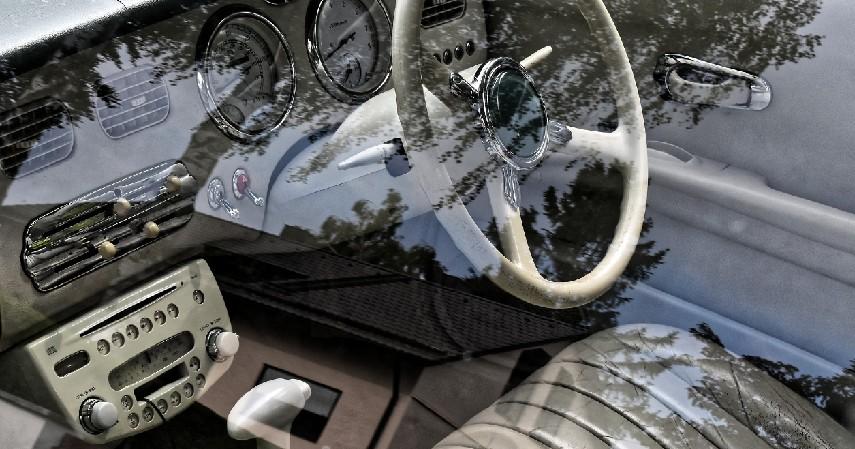Cara Mengatasi Mobil yang Terendam Banjir Tanpa Harus ke Bengkel - Periksa bagian interior mobil