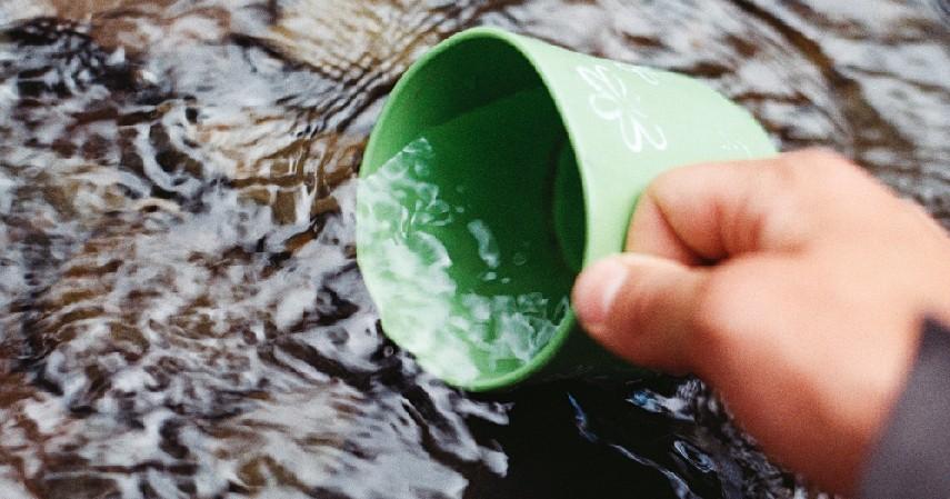 Menggunakan metode gravitasi - 4 Cara Menjernihkan Air Kotor secara Alami