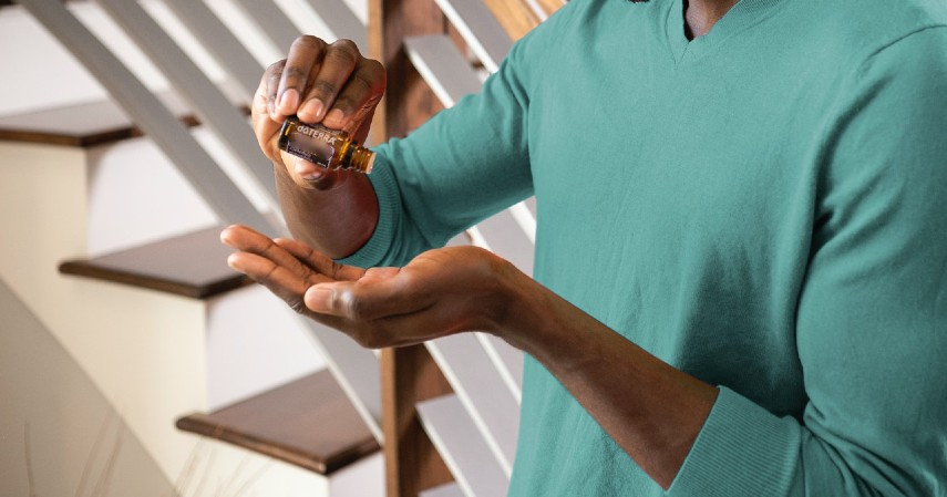 Menggunakan minyak tea tree - 10 Obat Alami Sakit Telinga yang Wajib Dicoba
