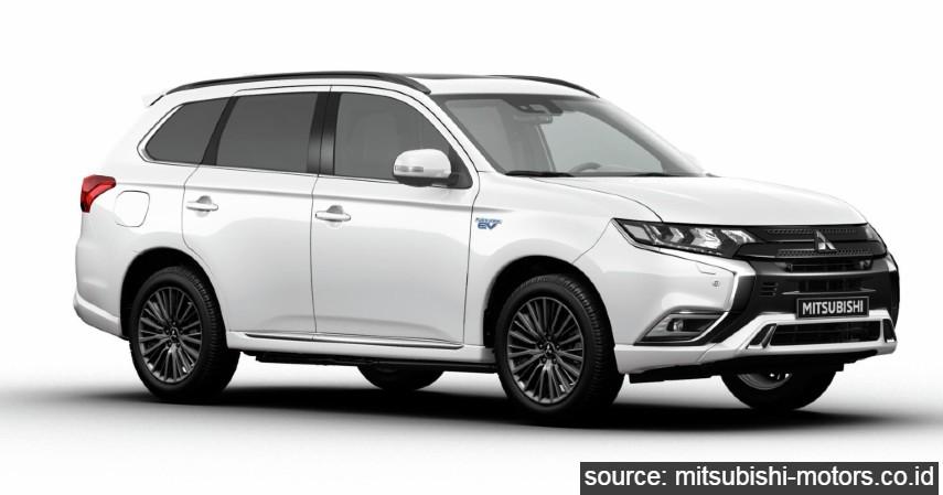 Mitsubishi Outlander PHEV - 9 Daftar Mobil Listrik Murah di Indonesia