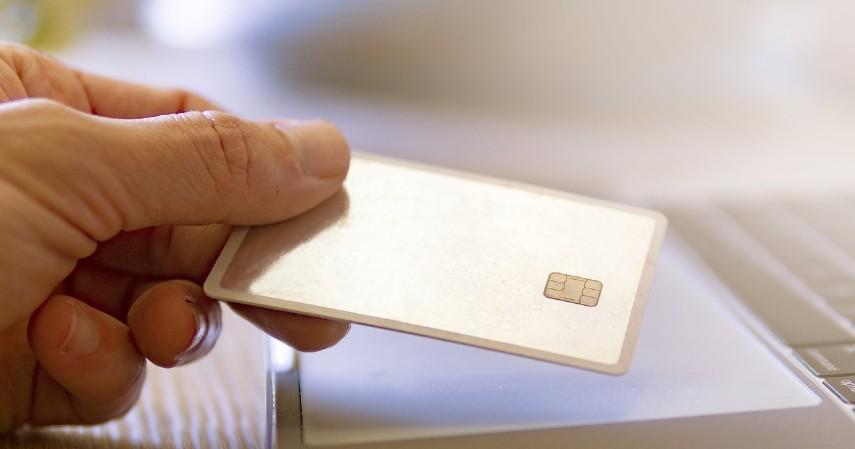 Pilih jenis kartu kredit yang sesuai - 6 Tips Liburan ke Luar Negeri Pakai Kartu Kredit BNI