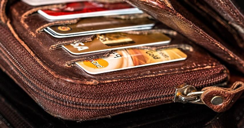 Simpan kartu kredit dengan baik - 6 Tips Liburan ke Luar Negeri Pakai Kartu Kredit BNI