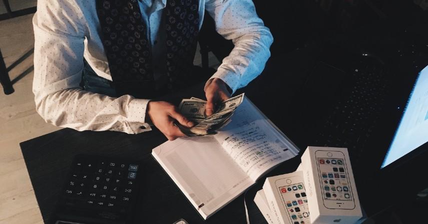 Tips Agar Tidak Tertipu Lowongan Kerja Palsu - hindari perusahaan yang meminta uang