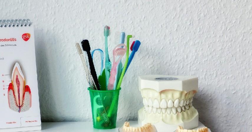 Wadah menyimpan sikat gigi- Kerajinan dari Botol Bekas