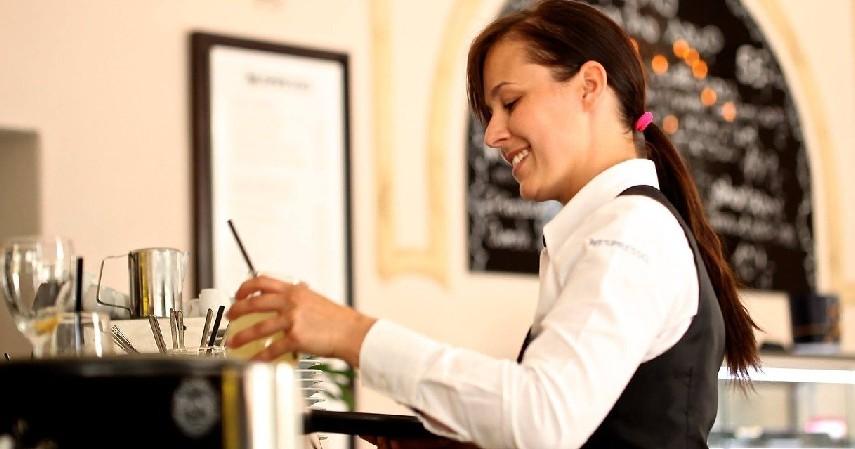 Waiter - Kerja Sampingan untuk Mahasiswa