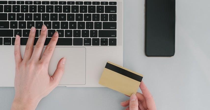 Bisa Dapat Kartu Tambahan dengan Nomor Berbeda - 7 Keuntungan Kartu Kredit BNI Visa Gold