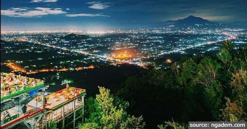 Bukit Bintang - 11 Tempat Ngabuburit di Jogja Paling Asyik