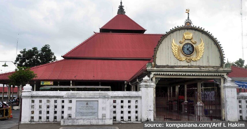 Masjid Gedhe Kauman - 11 Tempat Ngabuburit di Jogja Paling Asyik