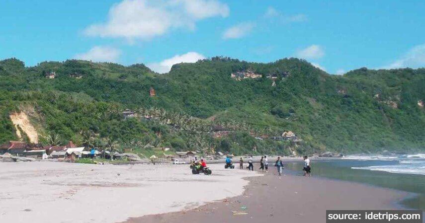 Pantai Parangtritis - 11 Tempat Ngabuburit di Jogja Paling Asyik