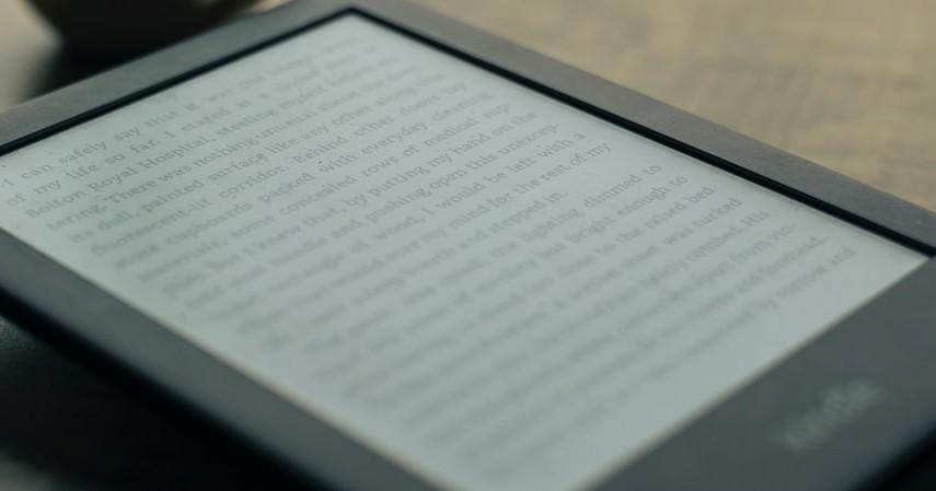Perbandingan Buku Fisik atau Buku Digital Kelebihan dan Kekurangan