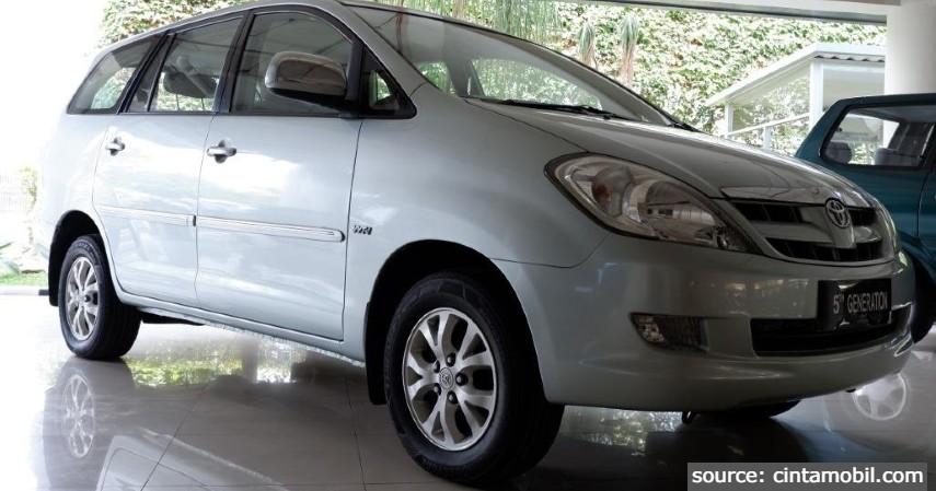 Toyota Kijang Innova - 8 Mobil MPV Bekas di Bawah Rp100 Juta