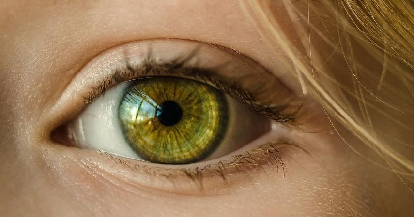 kesehatan mata - Manfaat Menangis bagi Kesehatan