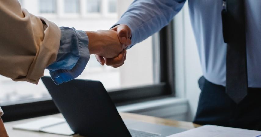 Mengaku sebagai karyawan resmi perusahaan sekuritas - Modus Penipuan Investasi Saham