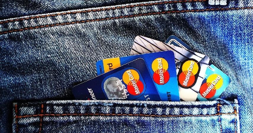 kartu kredit - Cara Mengelola Uang saat Menganggur