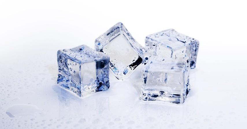 Es batu - Cara Menghilangkan Bruntusan