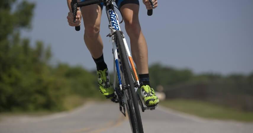 Larangan Mengendarai Sepeda di Jalan Raya - Aturan dan Sanksi untuk Pesepeda yang Melanggar Jalur