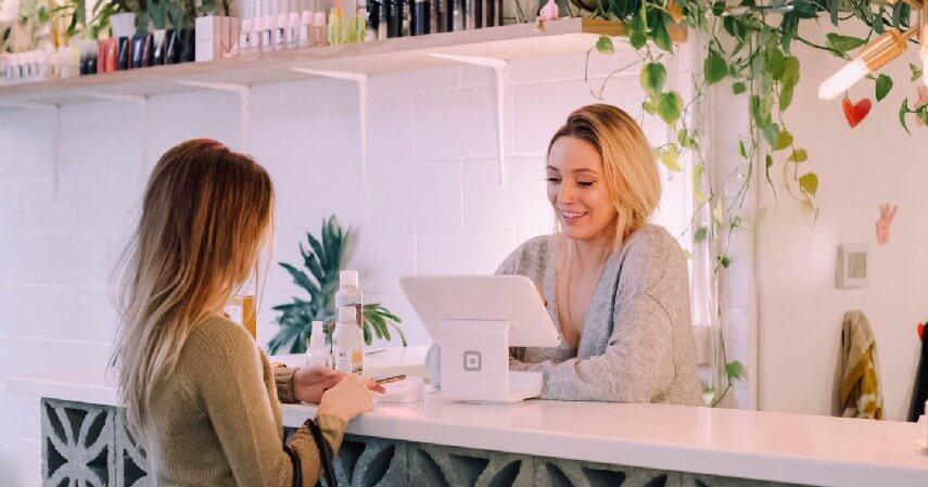 Memberikan pelayanan yang memuaskan konsumen - Bisnis Reseller Kosmetik dengan KTA OK Bank