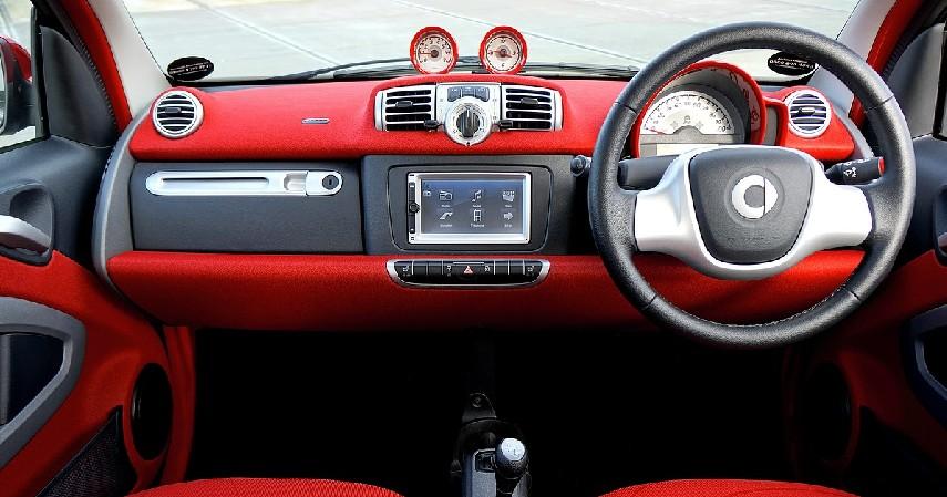 Membersihkan Kabin Mobil - Cegah Penularan Covid-19 di Dalam Mobil