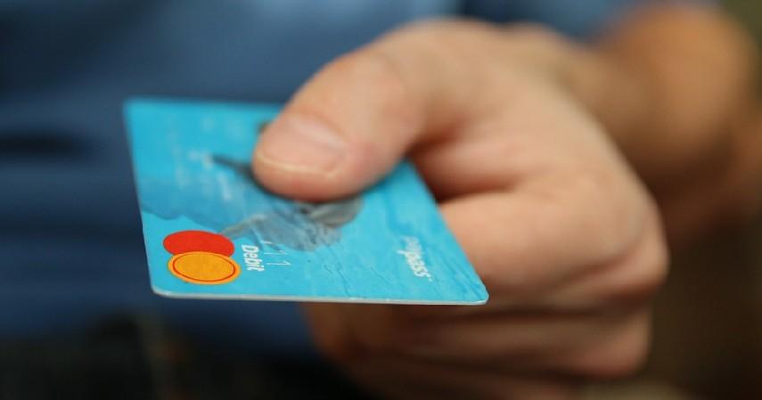 Memiliki kartu kredit - Pinjaman Uang Karyawan