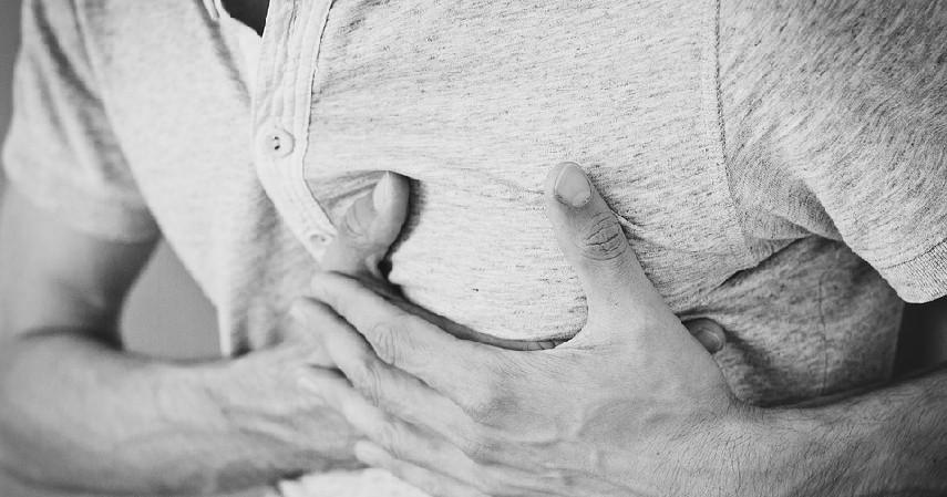 Nyeri dada - Ciri Kolesterol Tinggi